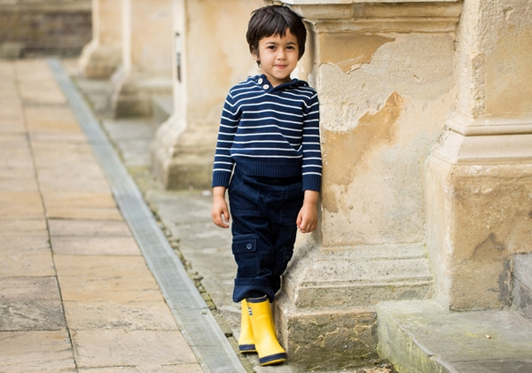 A boy poses just once during a candid family photography session