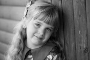A black and white photography of a girl during an outdoor family photoshoot