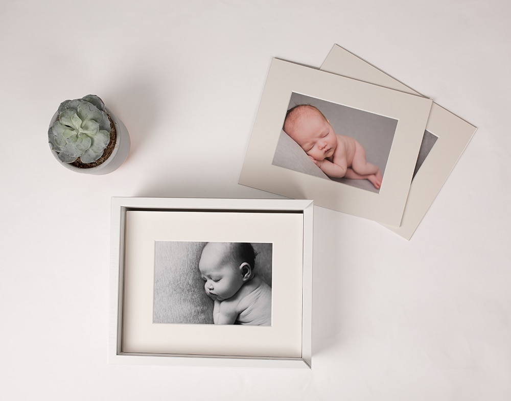 Get the best of both worlds with this neutral, white folio box containing all your baby photography images